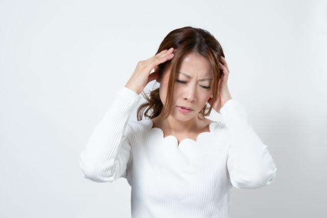 頭痛がある女性